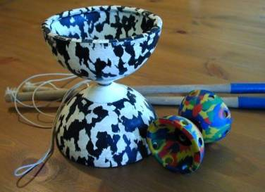Diabolo_large_and_small